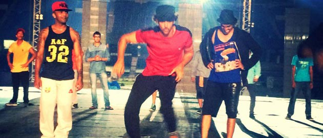 Hrithik, Anushka and Shahid Kapoor gear up for their IPL performanceHrithik, Anushka and Shahid Kapoor gear up for their IPL performance