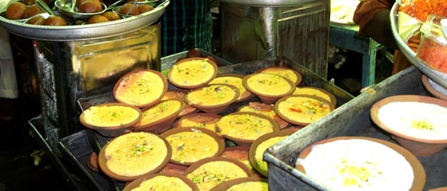 7 Food Streets That Are Way Better Than Those Posh Restaurants In 5-Star Hotels!