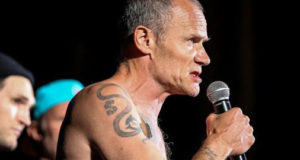 Red Hot Chili Peppers forced to sign Metallica CDs by airport security