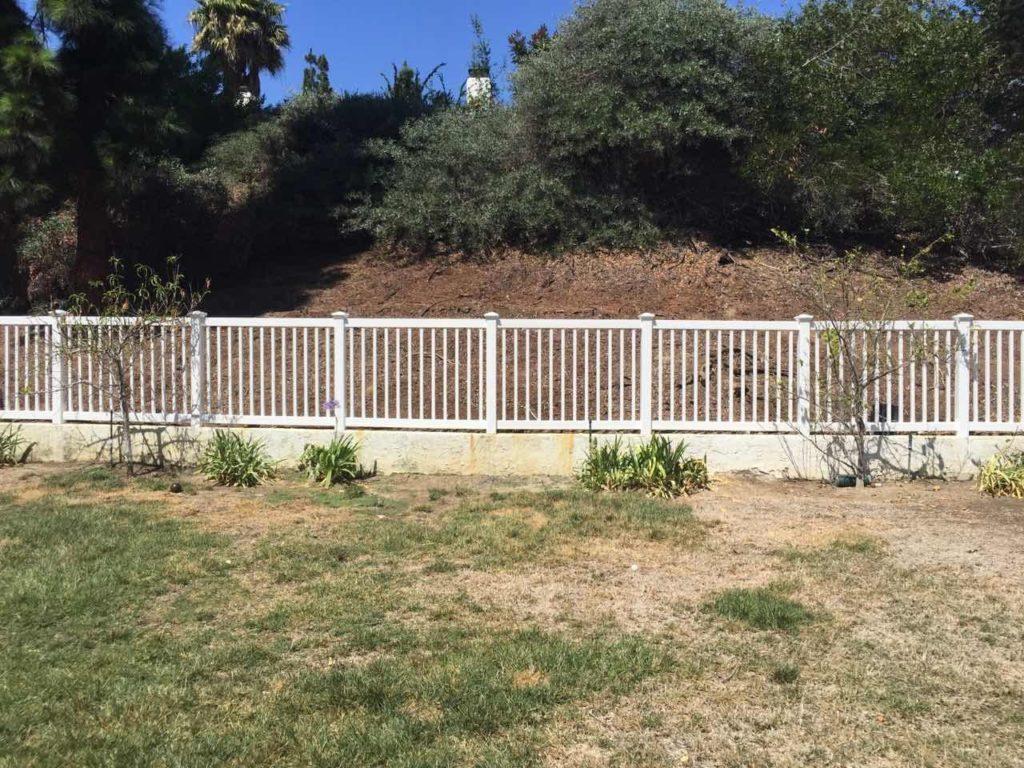 vinyl-fencing-in-Newport-Beach