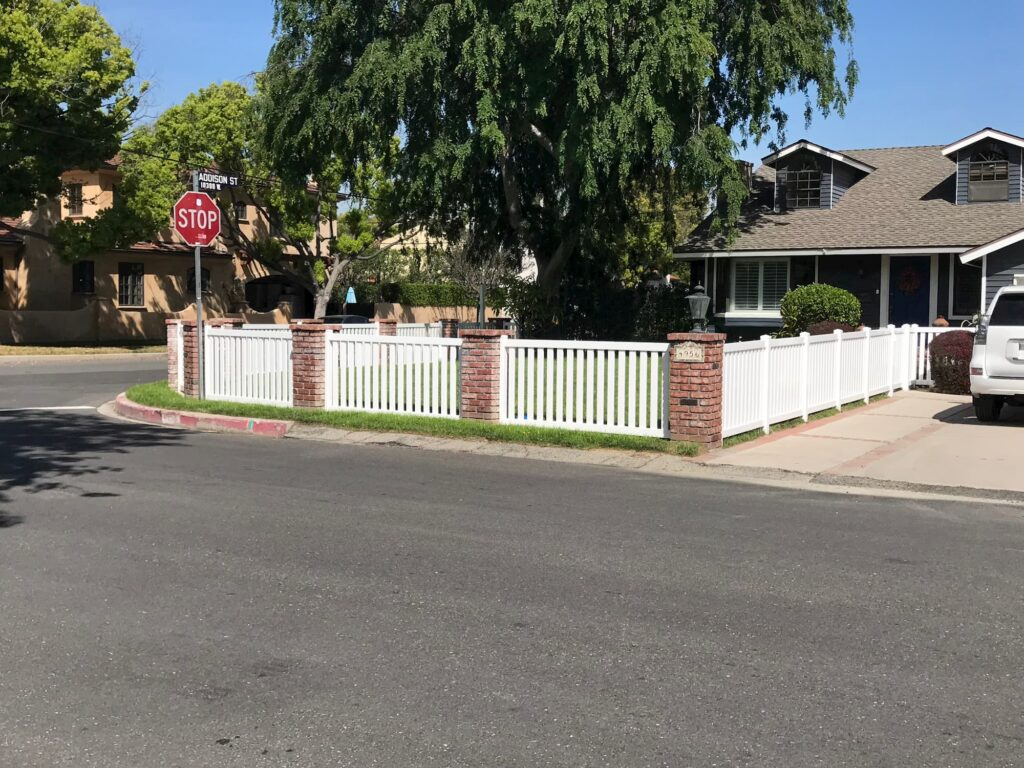 Vinyl Closed Top Picket Fence