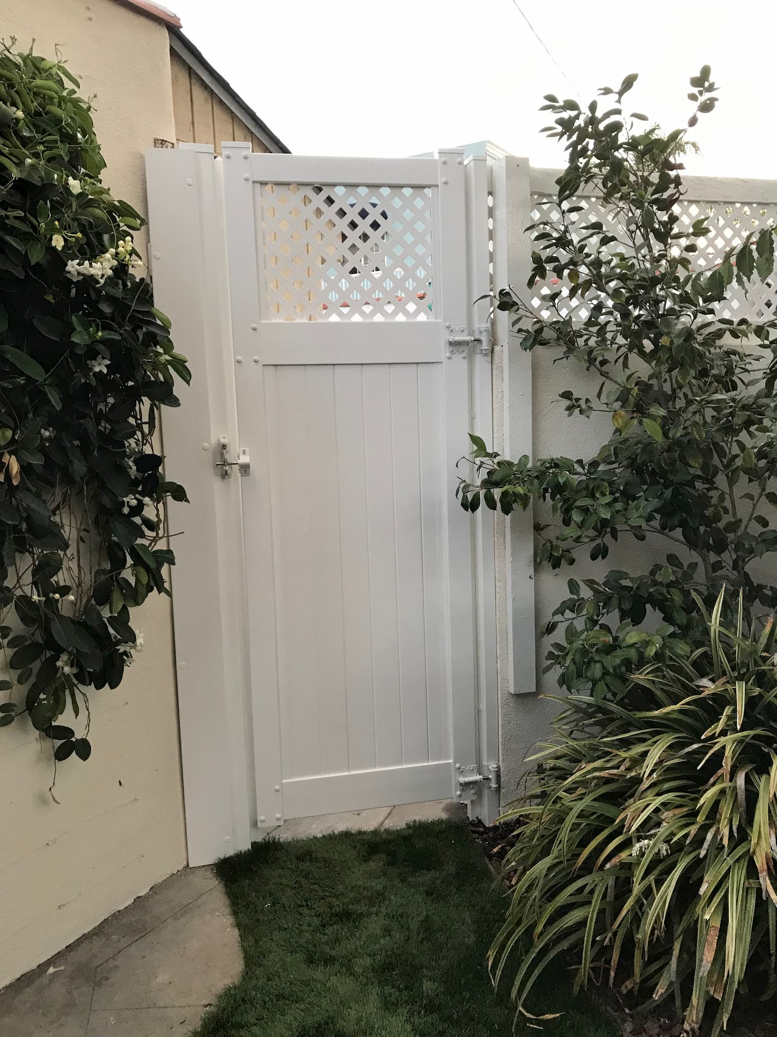 Vinyl Semi-Privacy Gate Los Angeles