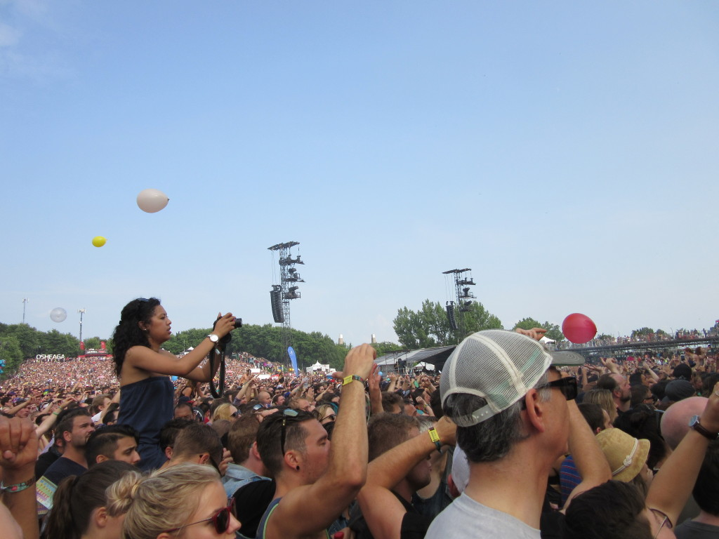 CHVRCHES' Crowd at Osheaga Festival, Montreal. Photo By Robyn Homeniuk.