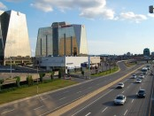 The metropolitan highway is a major highway through the borough of Anjou in Montreal. Photo credit: Chicoutimi/Wikimedia Commons.