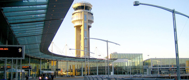 Trudeau airport's departure sector for the United States. Source: FRED/Wikimedia Commons.