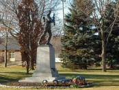 Montréal-Ouest's memorial to soldiers who died during World War I. Photo credit: Chicoutimi/Wikimedia Commons