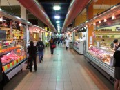 Interior of the Atwater Market, one of the many things located around le Sud-Ouest's area. Credit: Anna Frodesiak/Wikimedia Commons.