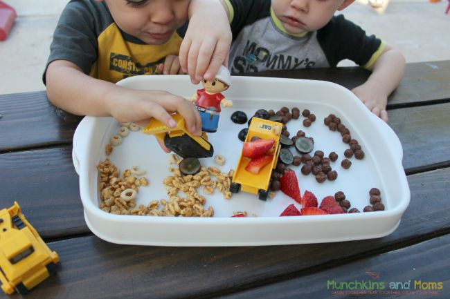 A tractor and construction zone snaack makes eating fun for toddlers and preschoolers!