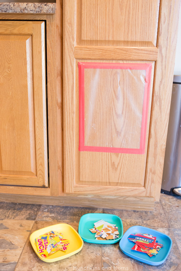 Make simple puzzles from cereal boxes! This is a great morning activity for preschoolers and toddlers!