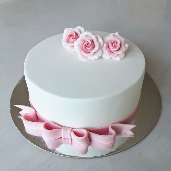 Fondant cake and Roses - Foundations class