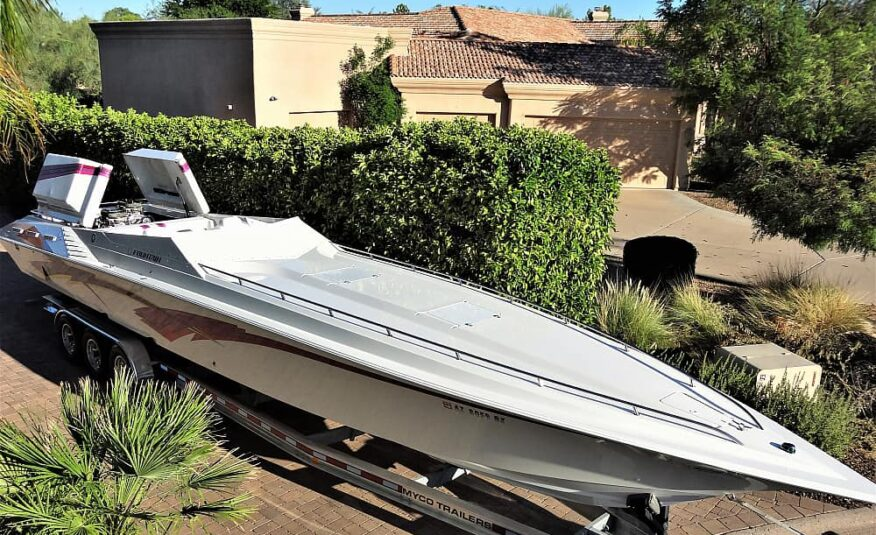 42′ Fountain Lightning double stepped hull with Race Fairing.