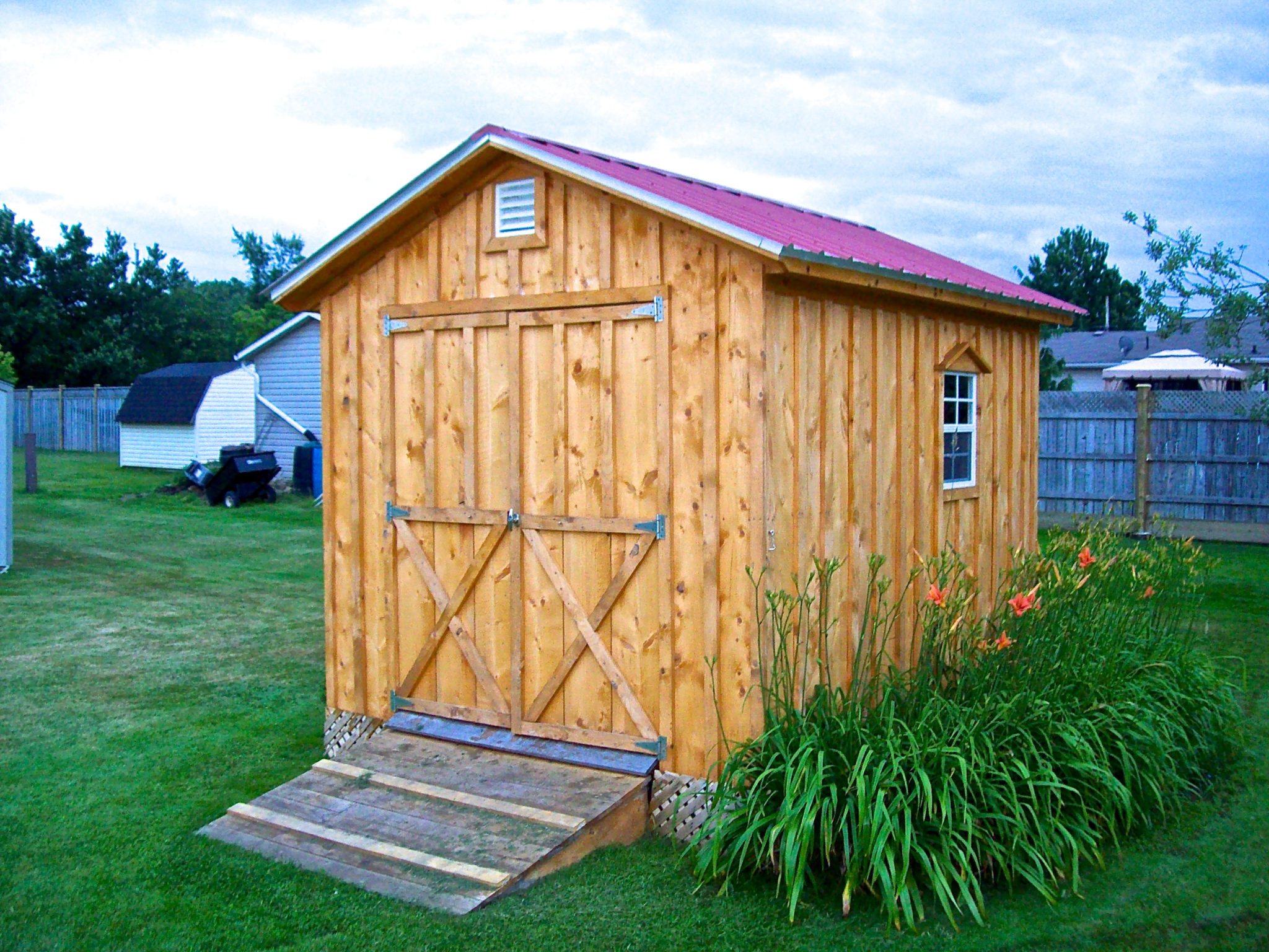 Amish Shed With Double Doors & Red Roof