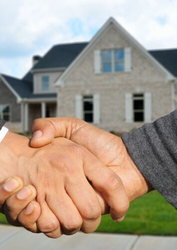 What Is the Difference between a Realtor and a Real Estate Agent?