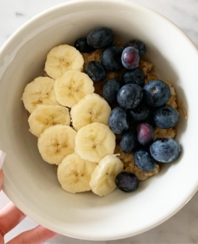 BEST YUMMY HEALTHY BREAKFAST: BANANA COOKIE OATMEAL BLUEBERRIES