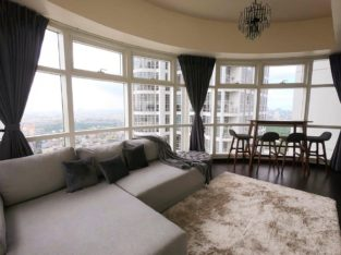 Posh 1-Bedroom Corner Unit at Twin Oaks Place