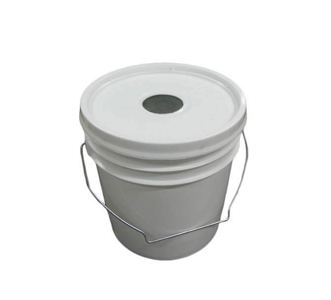 Hive top bucket feeder