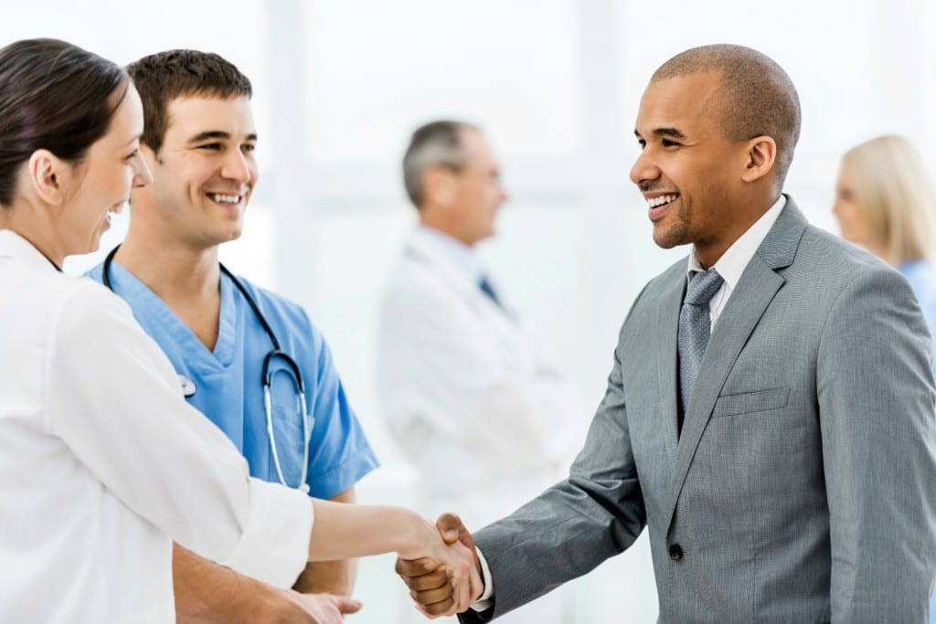 This image has an empty alt attribute; its file name is medical-tourism-business-doctors-1024x683.jpg