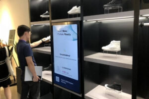 manage shoes in the showcase with RFID