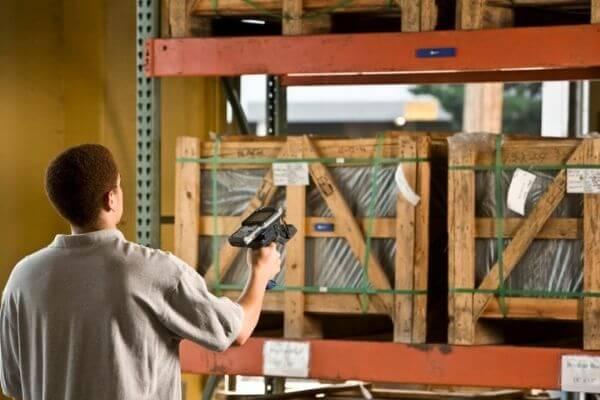 advantages of rfid label vs barcode label