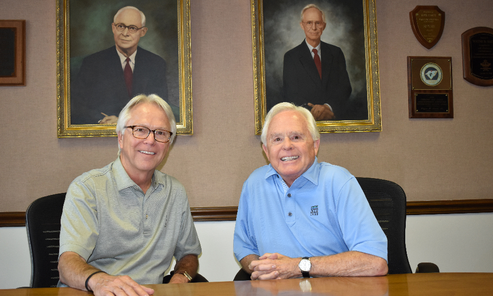 Carolinas Superintendents Honor Smith Brothers at Annual Show
