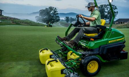 John Deere E-Cut™ Hybrid Triplex Mower