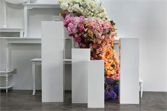Blanc Columns