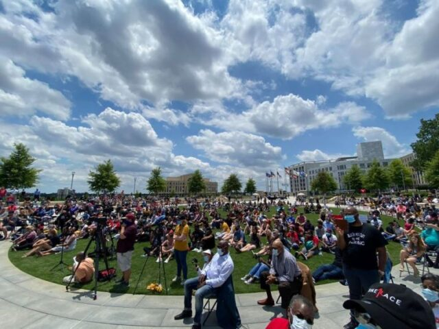 Hundreds Join LeCrae, Christian Pastors in Atlanta