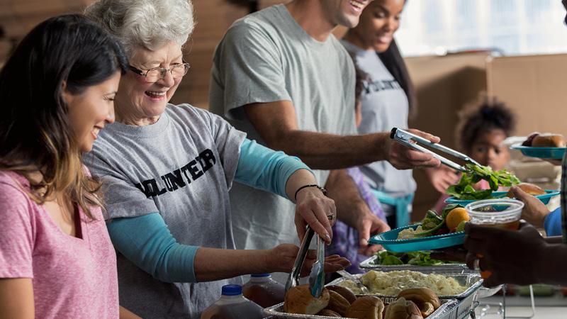 Los residentes ayudan a restaurantes, personal médico con donaciones de comidas