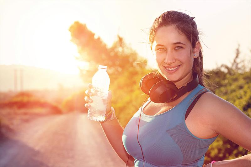 El mejor suero oral es el que contiene glucosa, elemento que ayuda a transportar los electrolitos y facilita la rehidratación celular.