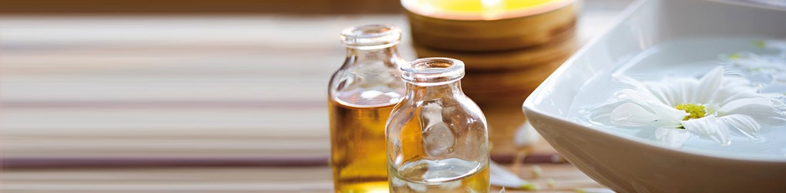OILS AND LOTIONS: WHAT DOES YOUR SKIN WANT?