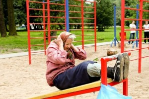 This 72-year-old woman works out at her neighborhood playground every day! Photo source.