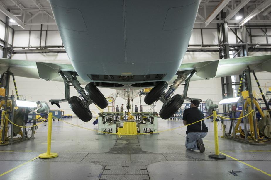 Le secteur de l'aéronautique a été très affecté par la pandémie. Le ministre du Travail, Jean Boulet, croit que certains travailleurs de ce secteur qui ont perdu leur emploi pourraient se réorienter vers une carrière dans le domaine de la construction.