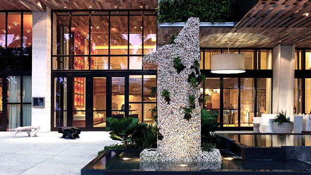 12 Spectacular Garden Walls and Atriums Worth Contemplating
