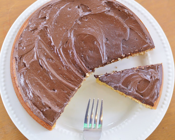 21 Day Fix Approved Vanilla Cake with Chocolate Frosting
