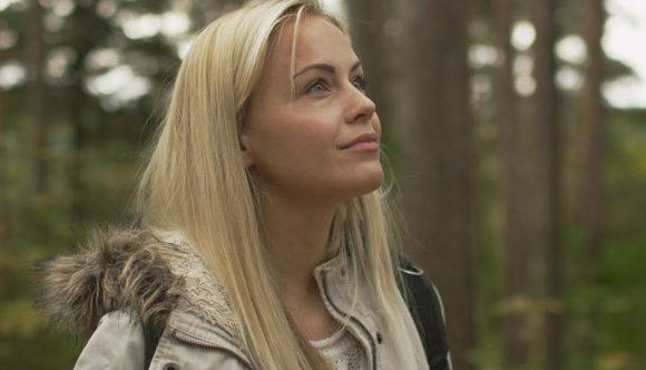 26_43_15_Blond_Girl_Looking_Around_Forest