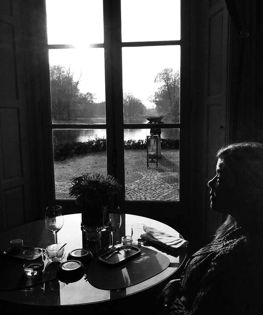 Zwart-wit studie van Laura Meddens. Foto credit: Helen Papa