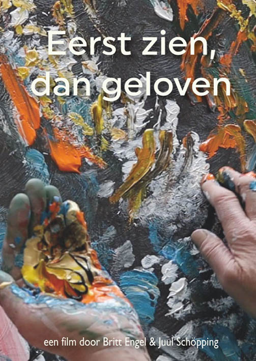 """Poster for the documentary """"Eerste zien, dan geloven shows the hands of Laura Meddens holding paint in her left hand and applying it on her canvas with the fingers on her right hand."""