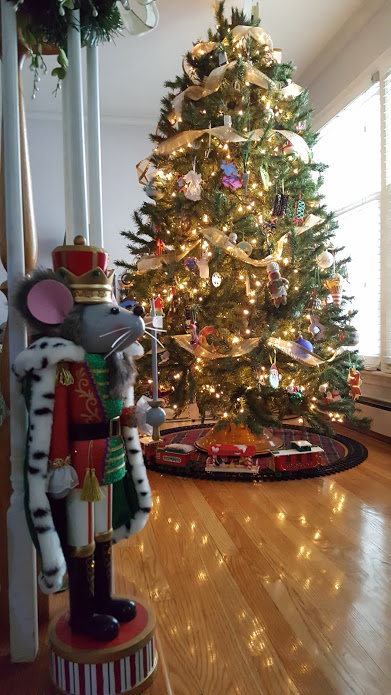 my-thrifty-house-christmas-house-tour-pine-tree
