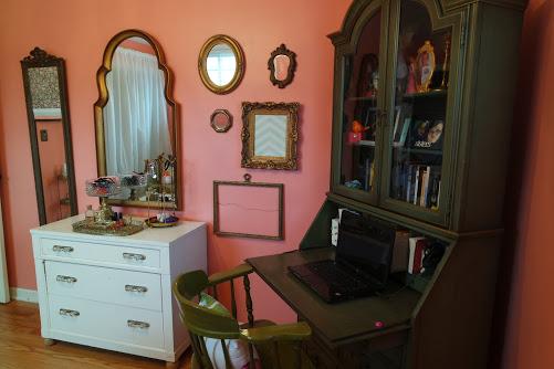 teenage girl bedroom makeover gallery wall