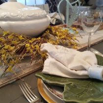 elegant and simple table setting with mismatched china