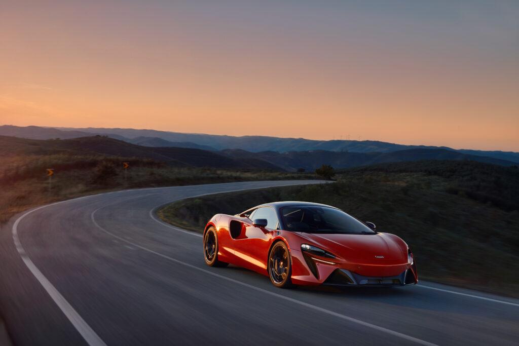 High-Performance Hybrid powertrain of McLaren Artura sets new standards for the supercar sector via Carsfera.com