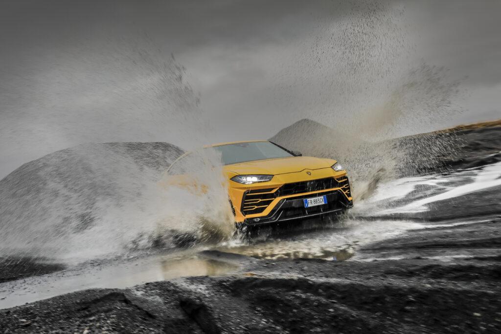 Lamborghini Urus: 6 driving modes to enjoy the Super SUV in 6 different ways via Carsfera.com