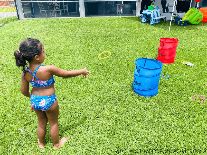 girl playing diskee toss