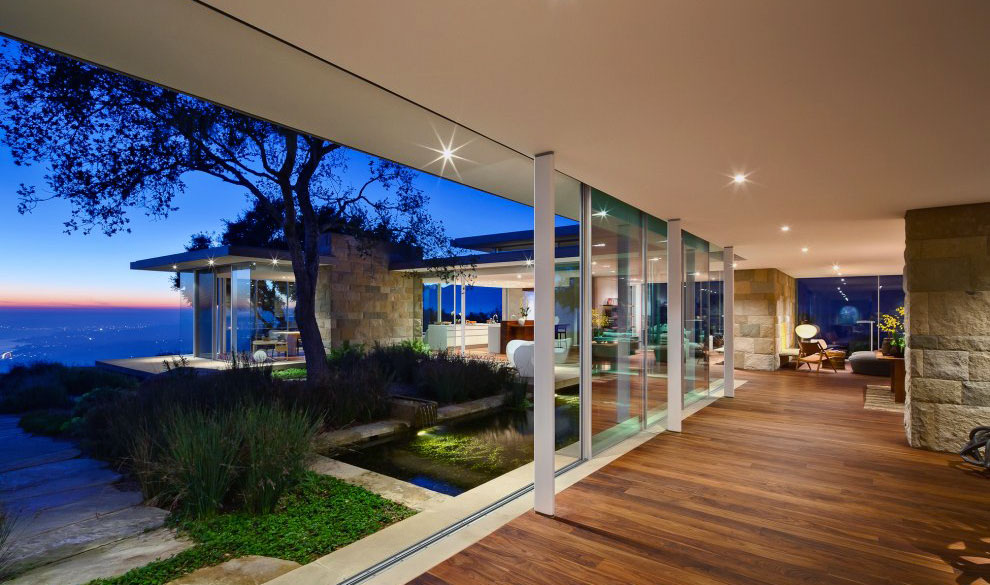 classic-open-living-room-desing-with-cool-view
