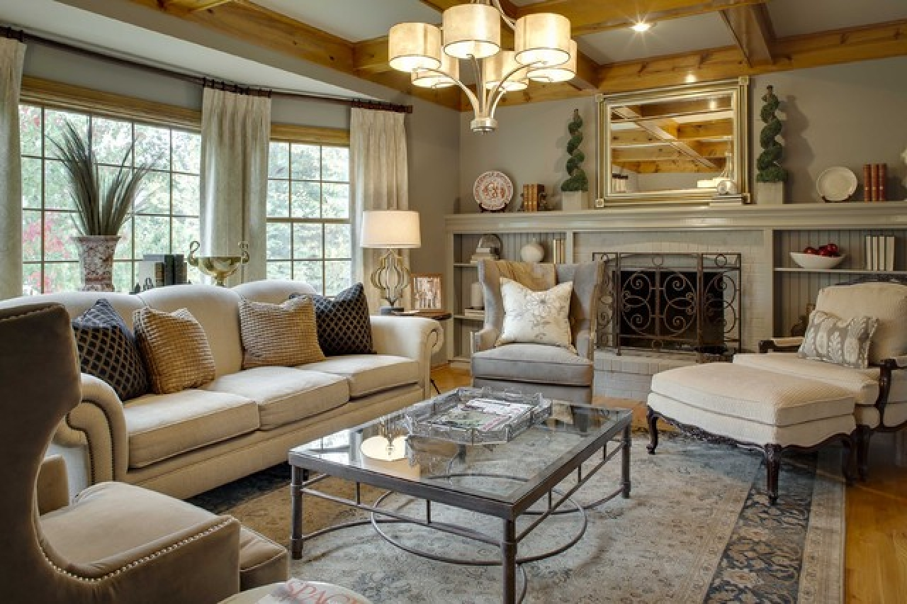 Gorgeous-traditional-living-room-design-ideas-with-hanging-lamps-and-white-sofa