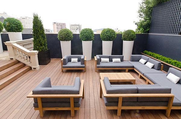 Modern-outdoor-living-meets-English-charm