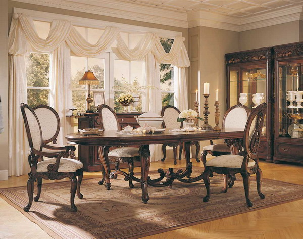 Traditional-Small-Dining-Room-Design