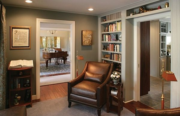 Small Traditional Home Librart Design With Built-in Bookshelves