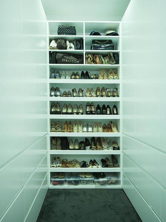 modern-closet-shoes