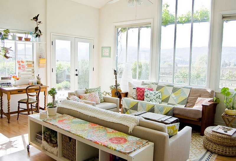 Beautiful-living-room-with-simple-colors-and-textures